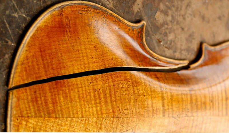 Prevention of violin cracks du to low humidity