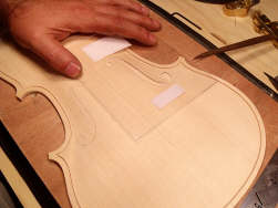 Fabrication de la table d'un violon